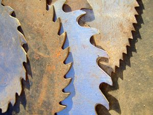 This article is about to saw blade teeth, so a close up on the subject is where we should start