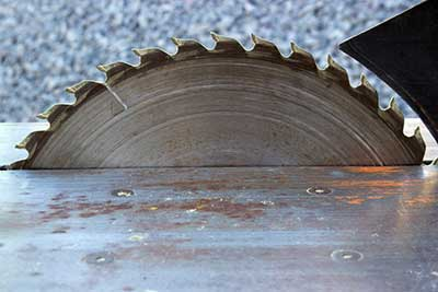 A clear image of a table saw blade