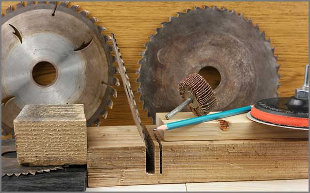 A rusty circular saw blade that needs replacement