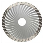 Circular saw blade for cutting masonry materials