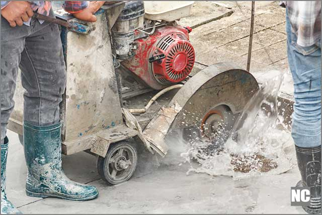 Asphalt cutting blades can use dry or wet cutting technique
