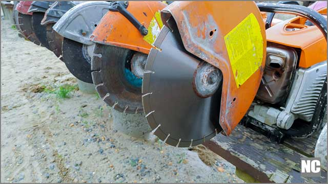 A Wide U-shaped slot is a preferable choice of Asphalt blade