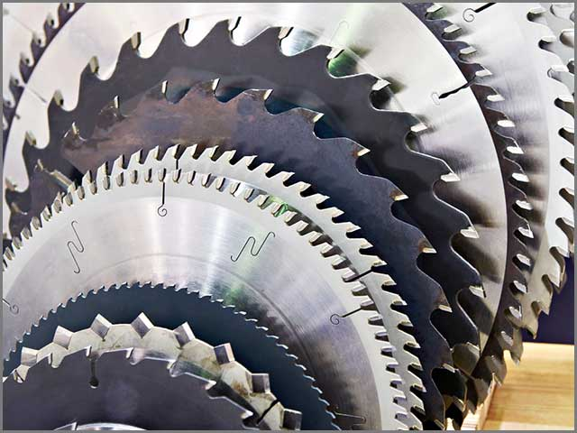 Circular blades with different geometries