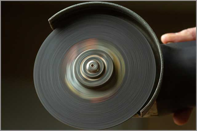 A cutting disc in motion