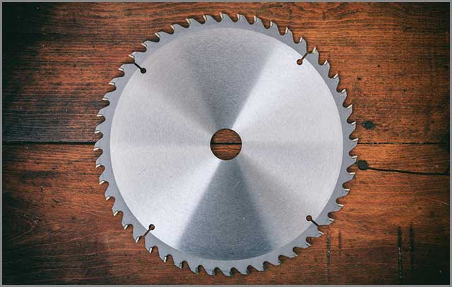 Carbide-tipped metal saw blade