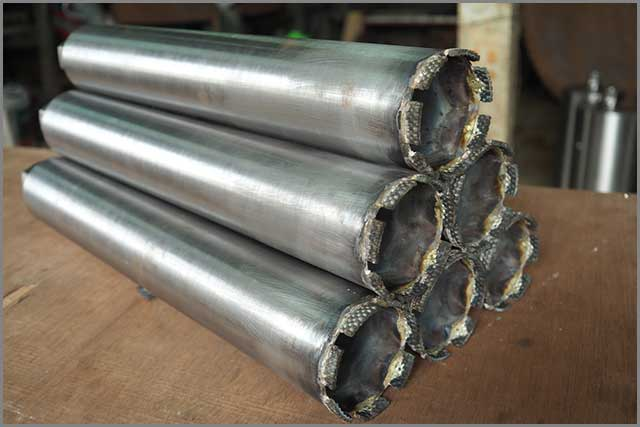 Diamond core drill bits for drilling holes