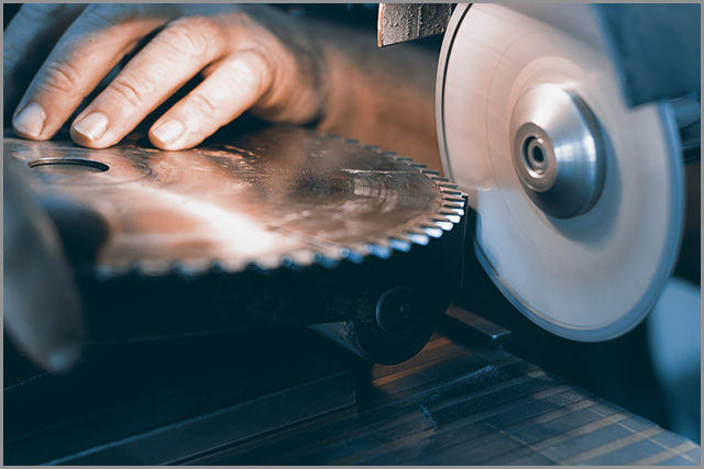 Resharpening of Cold saw blade using a sharpening tool