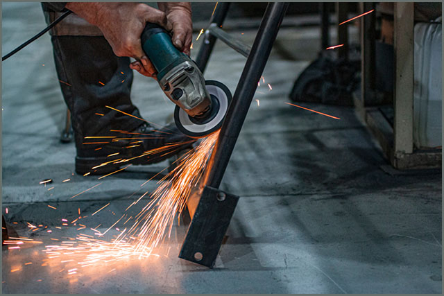 Cleaning metal structures with an angle grinder
