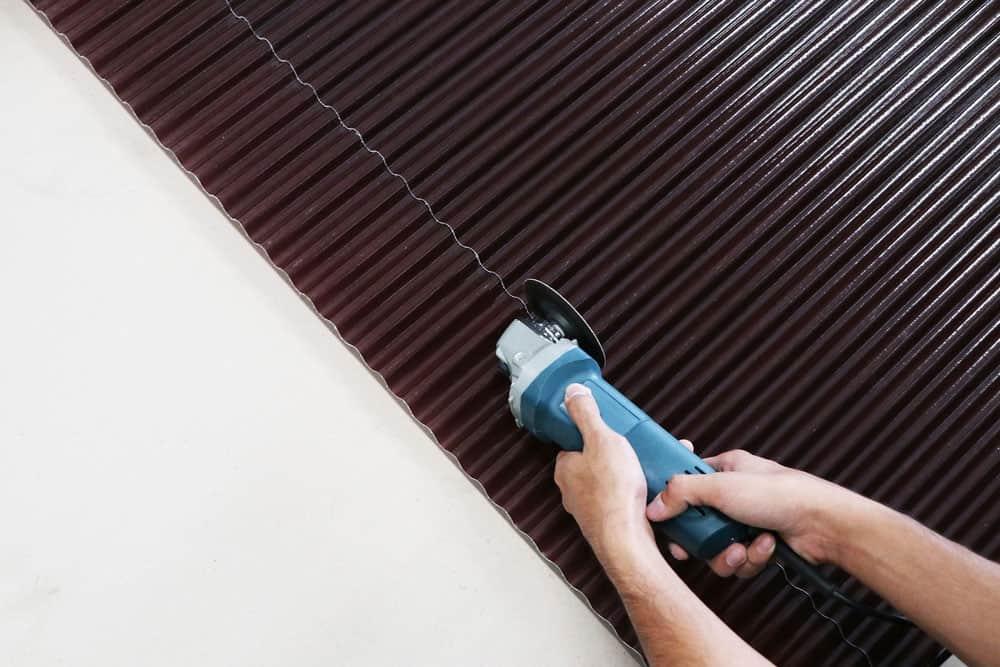 Cutting of roofing sheet fiberglass