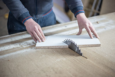 Cutting angles on table saw